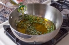 Research: Thyme Oil Potently Kills Lung and Breast Cancer Cells