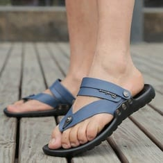 5 Ways Wearing Flip Flops Destroys Your Health Without You Noticing