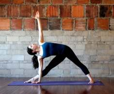extended-triangle-pose-700x579