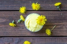 How To Make A Dandelion & Coconut Oil Moisturizer