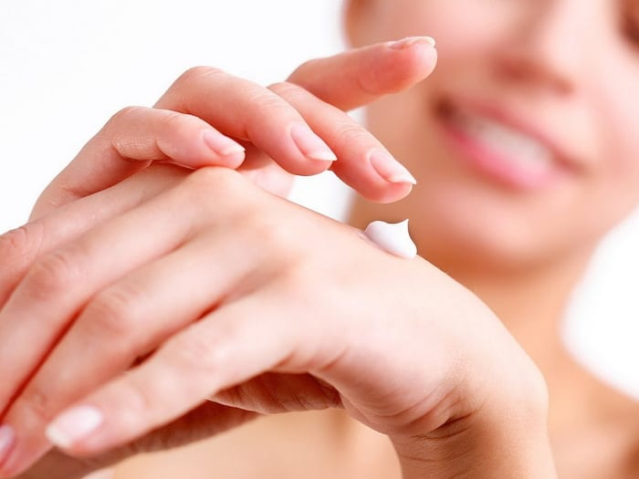 10 Home Remedies For Dry, Chapped & Overworked Hands