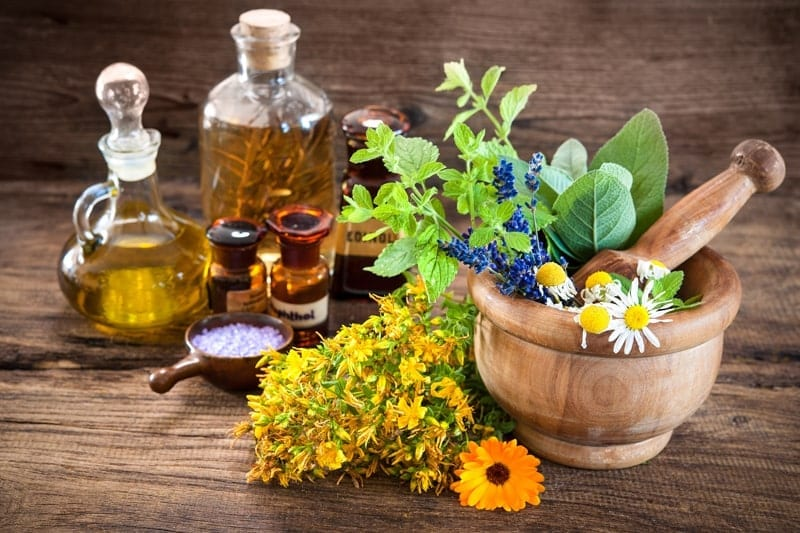 7 Essential Oils That Balance Hormones