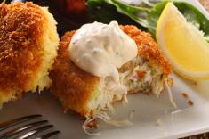 How to Make Healthier Crab Cakes