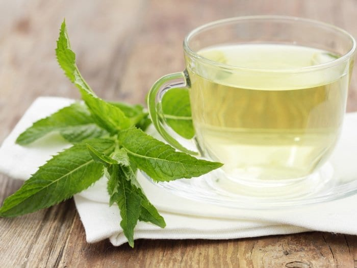 Drink peppermint tea to avoid bad breath and improve your digestion